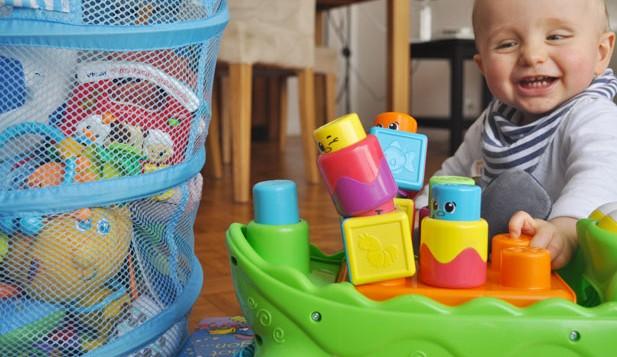 mon top 5 des jouets pour b b de 6 mois 2 ans. Black Bedroom Furniture Sets. Home Design Ideas