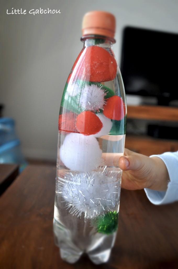 bouteille sensorielle pompon bébé activité d'éveil