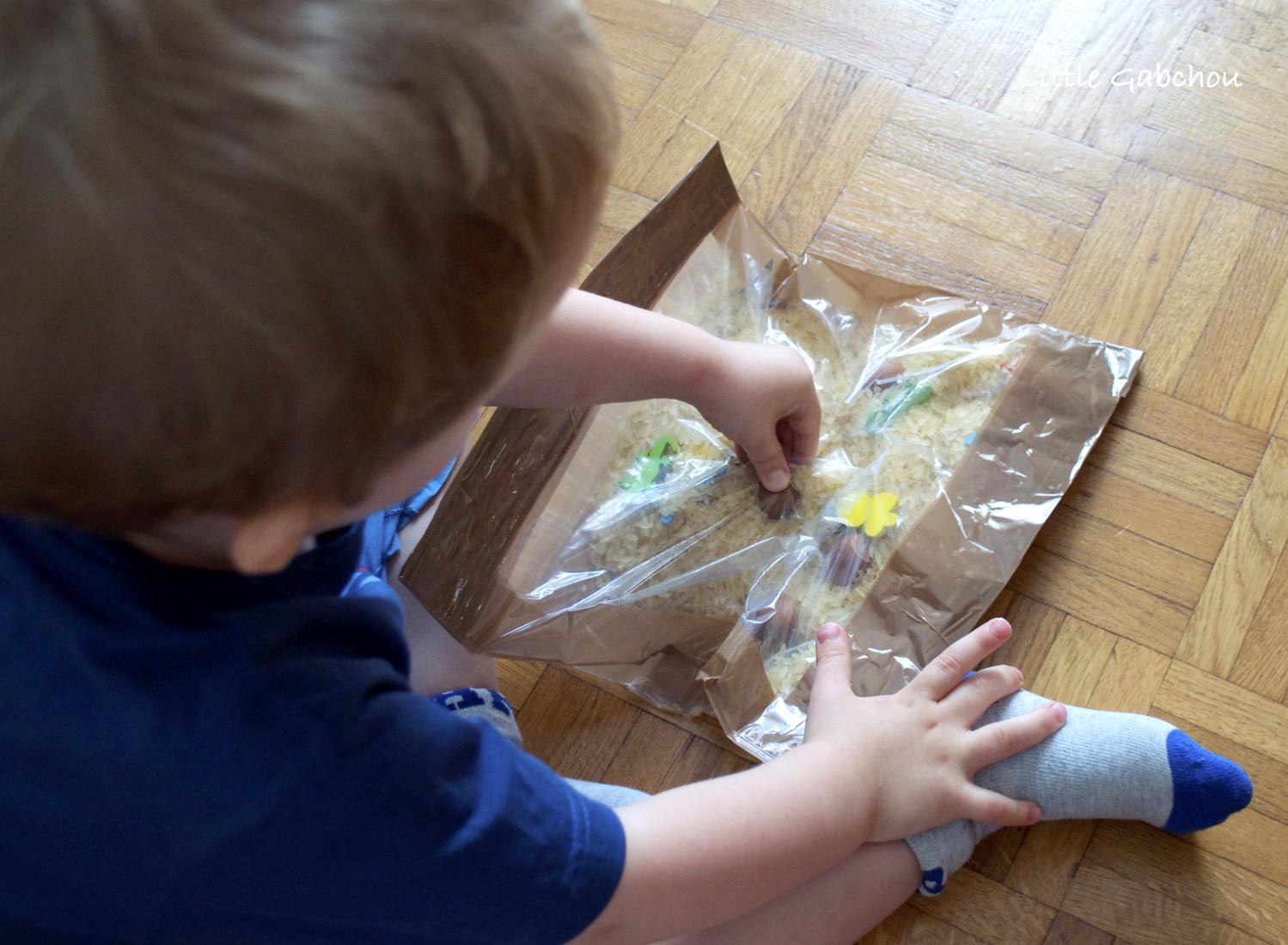 sac sensoriel riz activité montessori sensory bag with rice