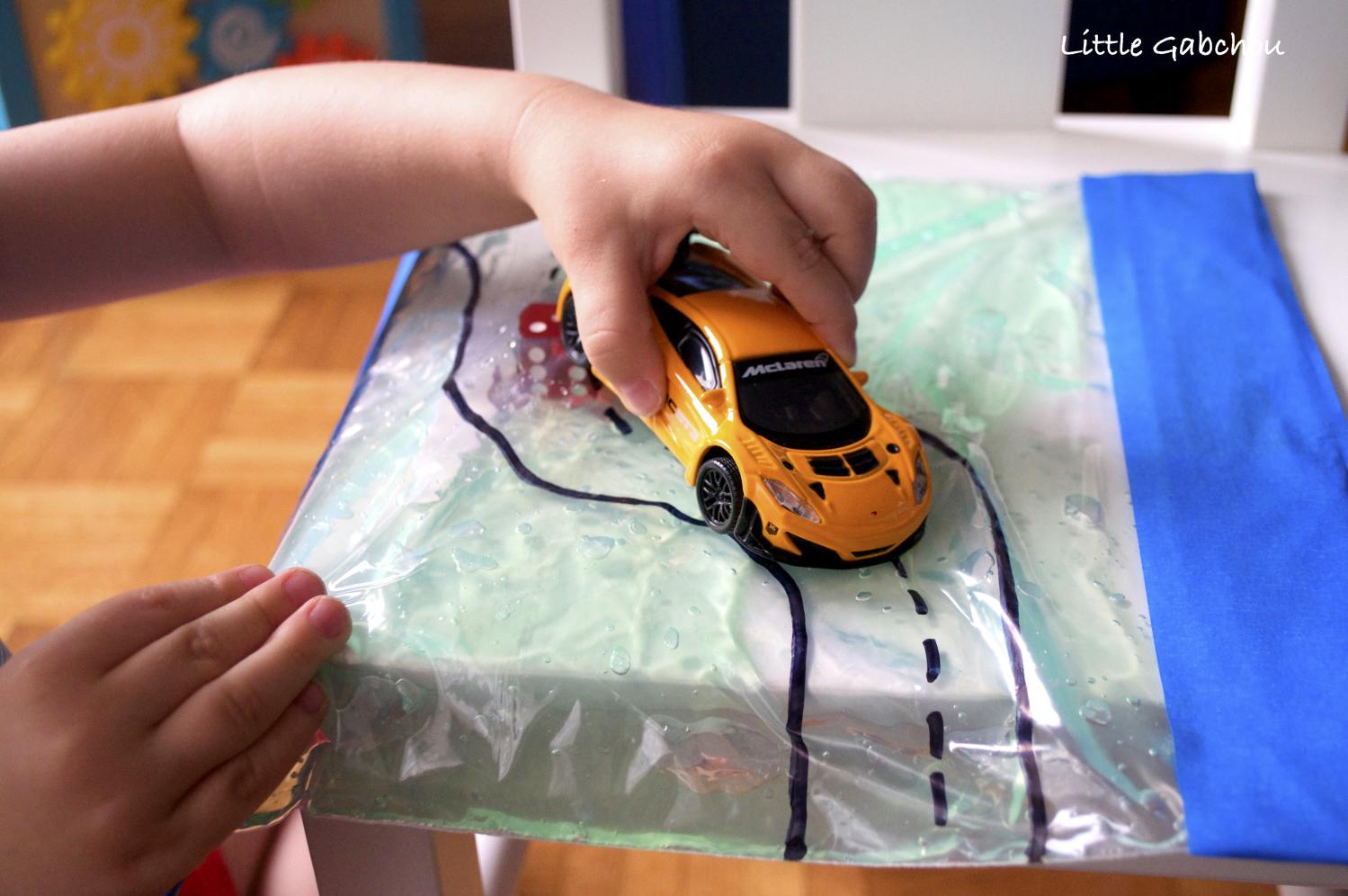 sac sensoriel circuit cars activités pour enfant