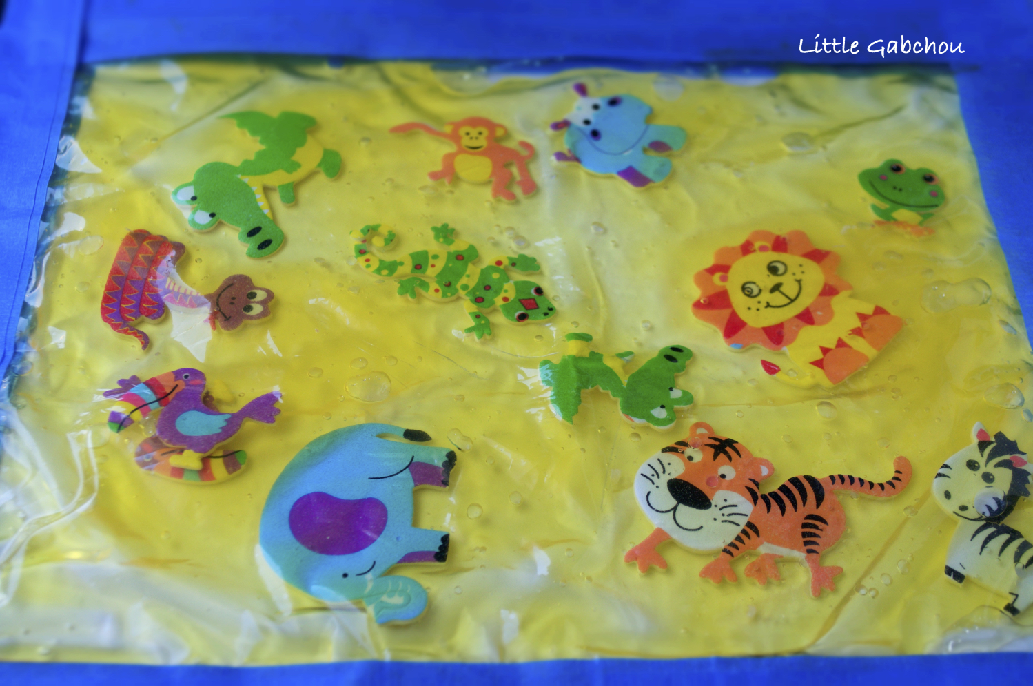 sac sensoriel jungle gelée colorants sensory bag filled with homemade jelly