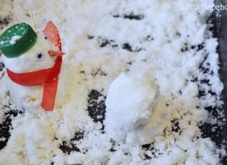 activite sensorielle pour enfant, fausse neige fait maison