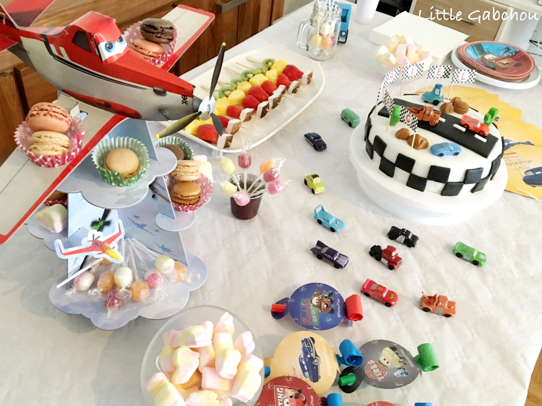 Cake design g teau d 39 anniversaire sur le th me de cars for Decoration maison automobile
