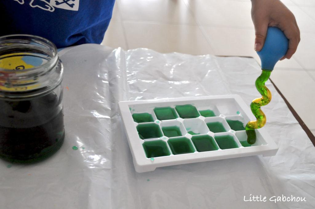 transvasement d'eau à la pipette montessori a la maison