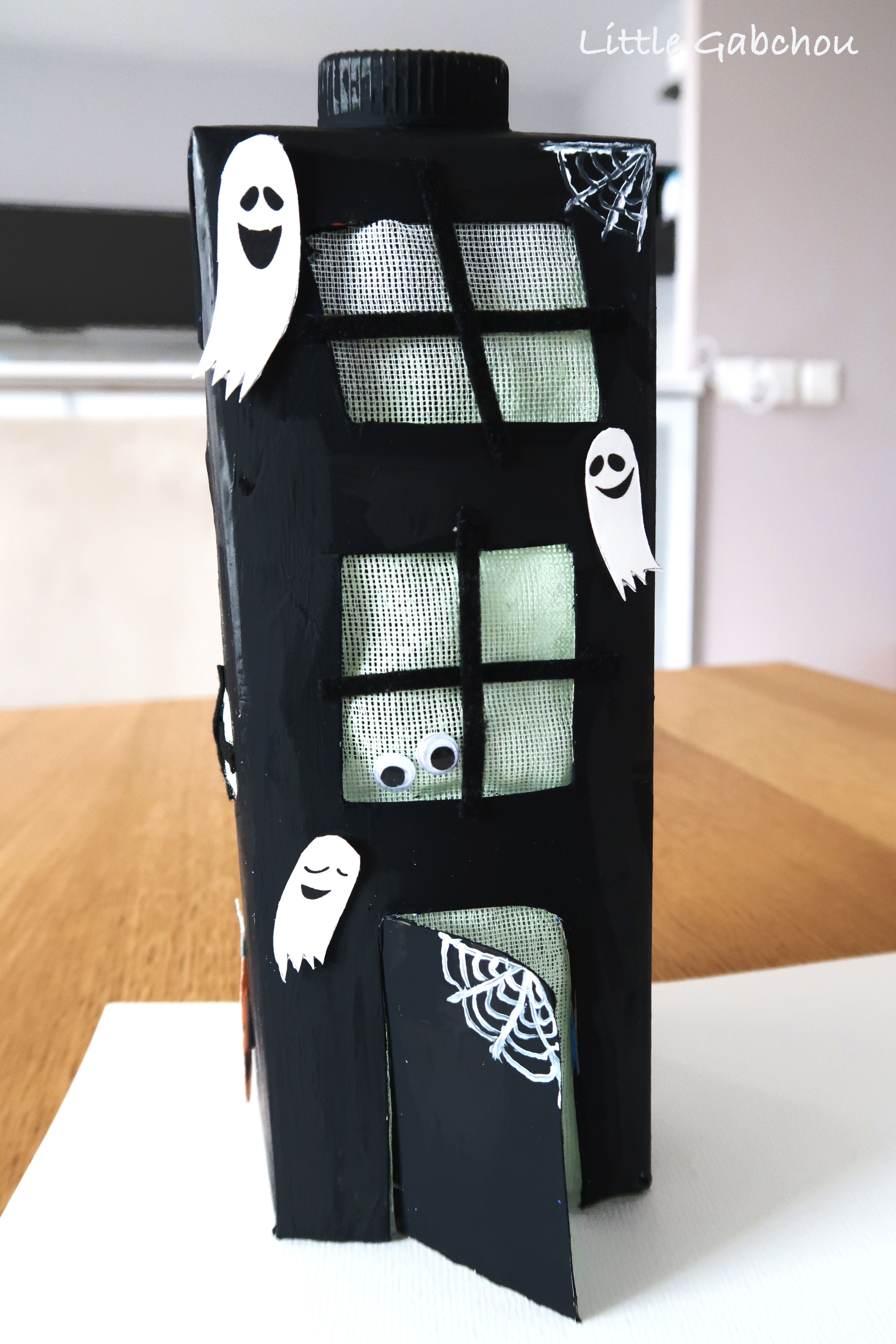 maison-hantee-en-carton DIY pour Halloween