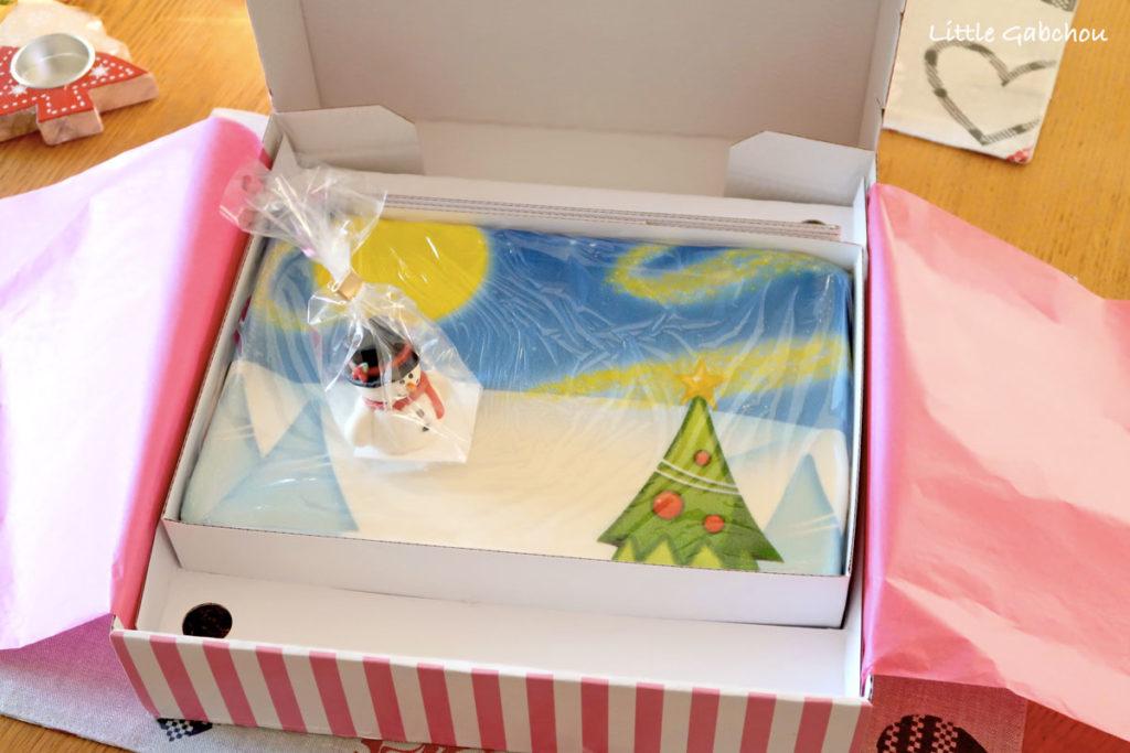 réception du gâteau d'anniversaire et de Noel en pâte à sucre cake design