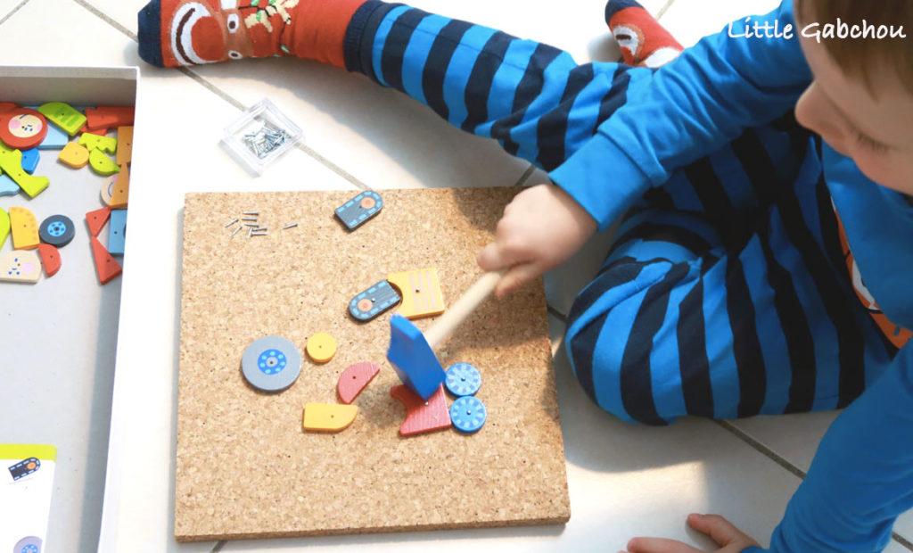 jeux et jouets Montessori test du jeu de clous avec marteau