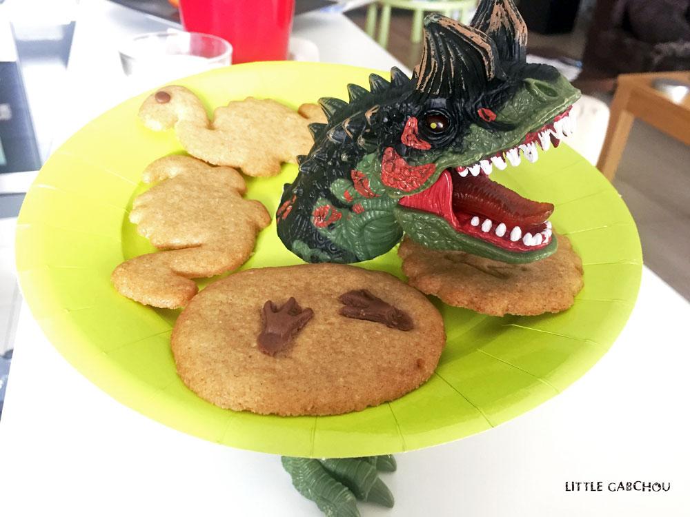 sugar cookies dino avec beurre de coco pour anniversaire enfant