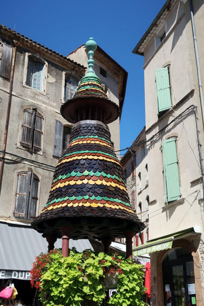 la fontaine Pagode dans le centre d'Anduze