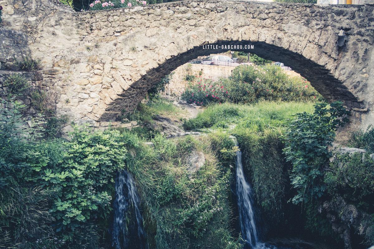 cascade à Saint Guilhem plus beaux villages de France