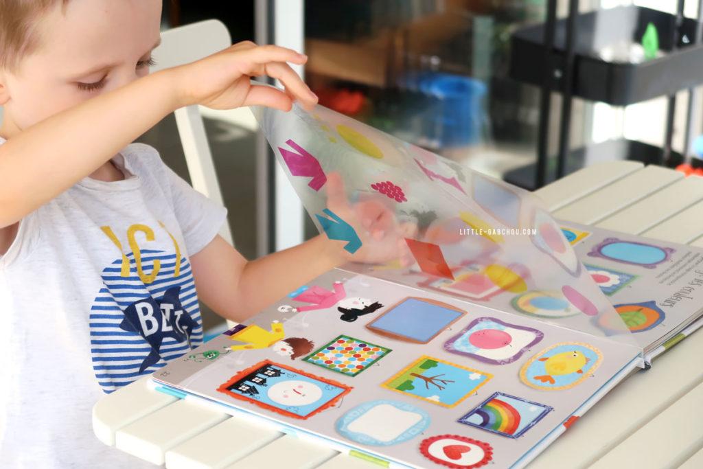 Grâce au Grand livre des couleurs on fait aussi d'autres exercices de mélange de couleurs.