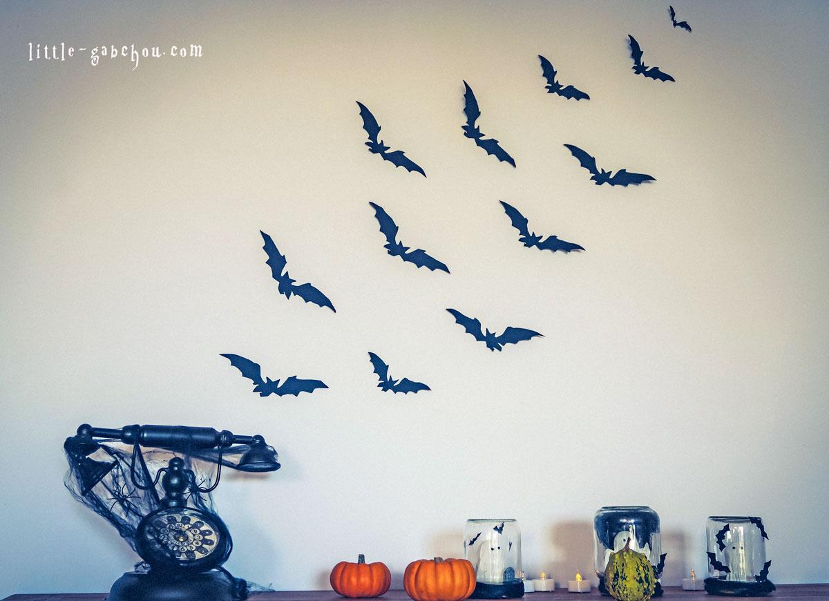 décoration d'halloween simple envol de chauves-souris sur le mur