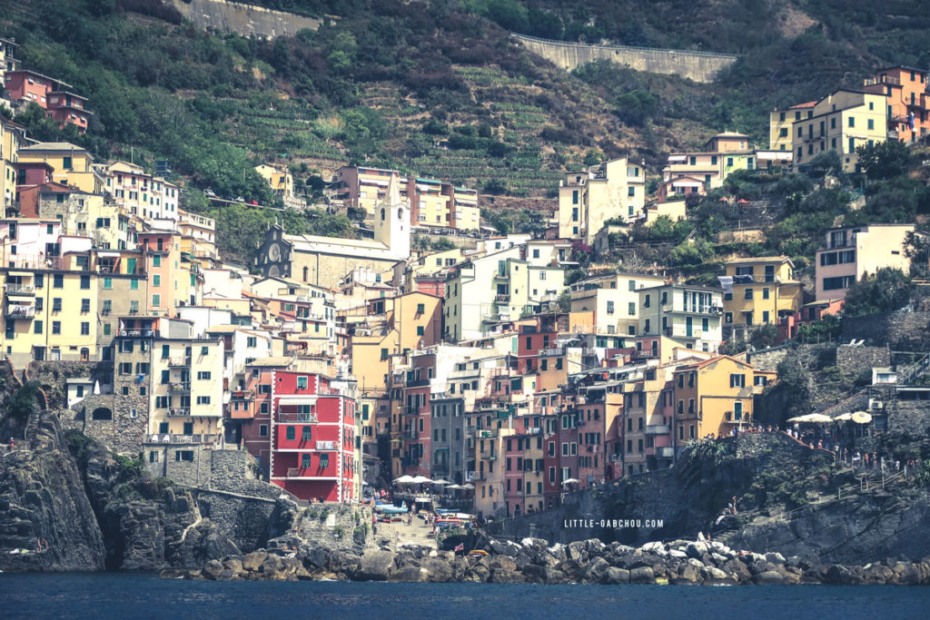 vue de la mer sur Riomaggiore