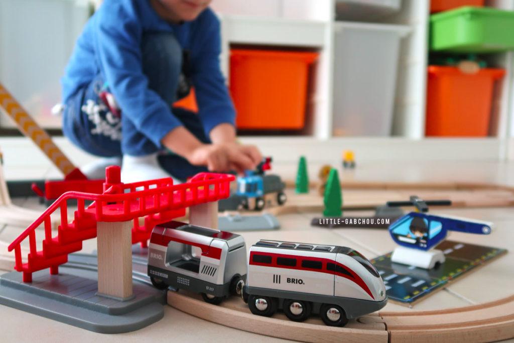 circuit en bois et train électrique jeu imagination pour enfants