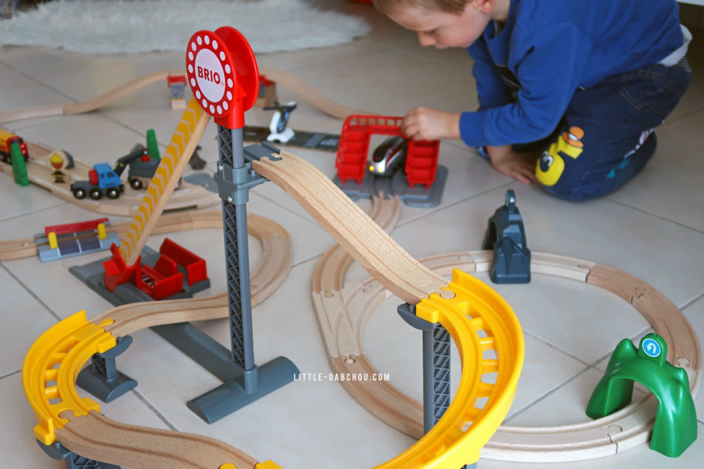 circuit Brio avec locomotive intelligente Smart Tech