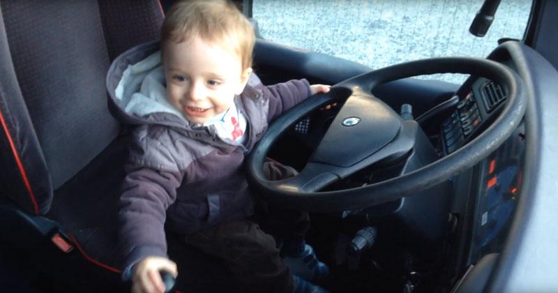 Gabriel conduit un autocar