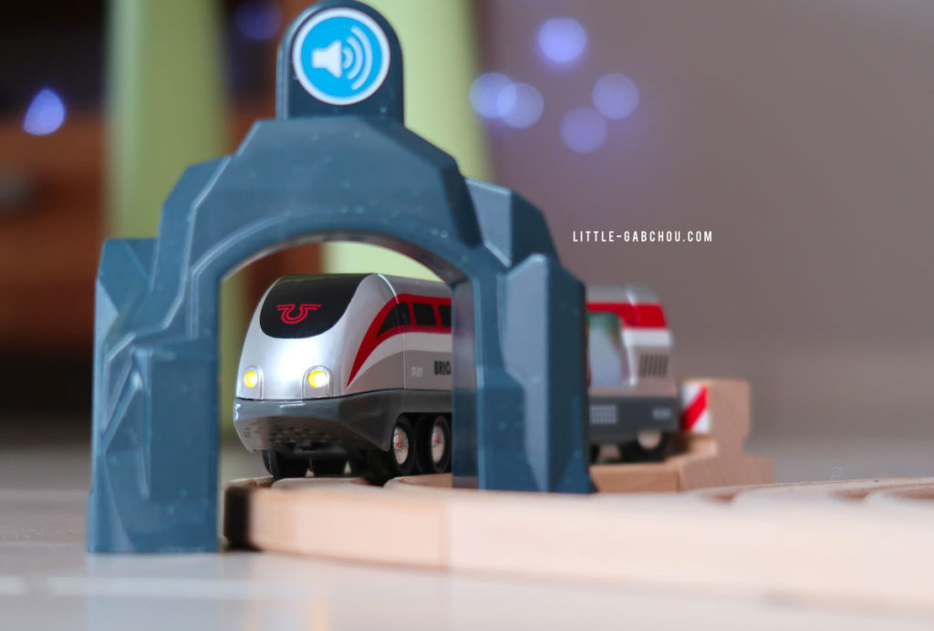 Circuit jouet en bois Brio et son train électrique