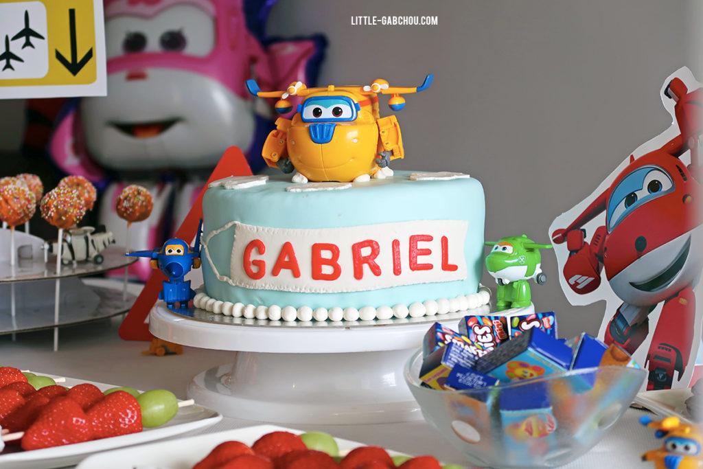 Fête d'anniversaire Super Wings décorations et gâteau