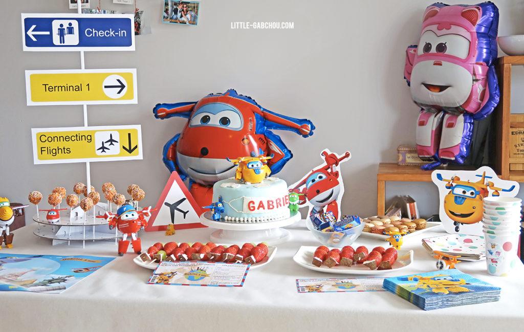 fête d'anniversaire petit garçon sur le thème des avions et des Super Wings