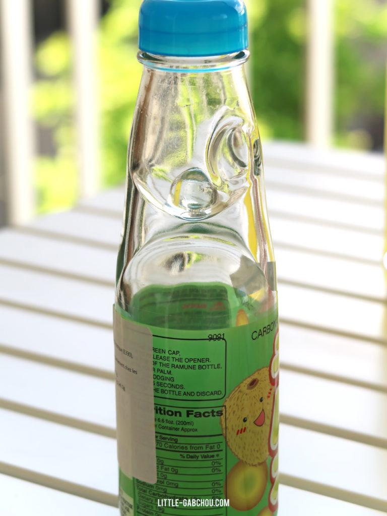 test des boisson du monde avec le soda japonais ramune