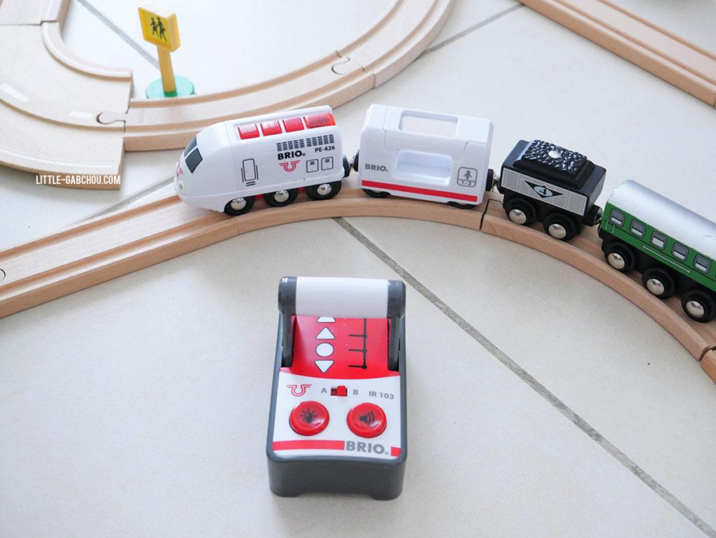 test train de voyageur radiocommandé pour enfants