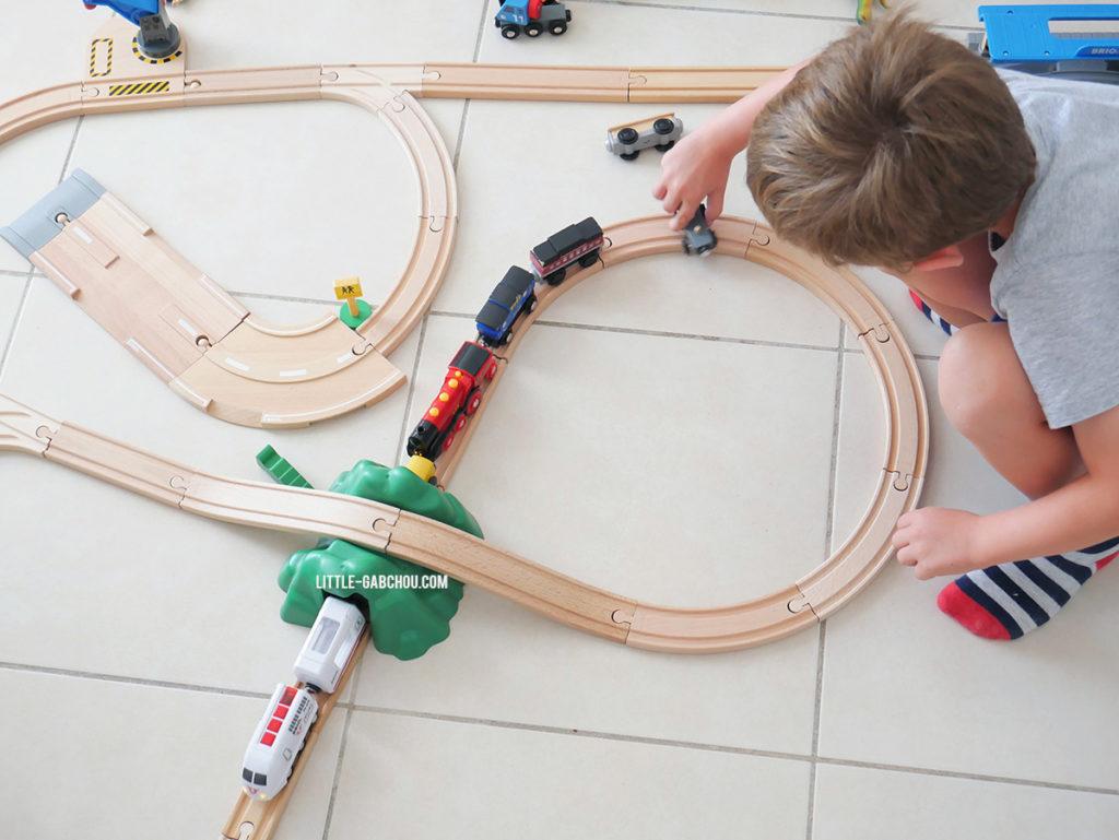 idée cadeau pour les petits les circuits de trains BRIO