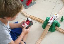 jouet Brio test et avis du train radiocommandé de voyageur et de la locomotives sans piles rechargeable en USB.