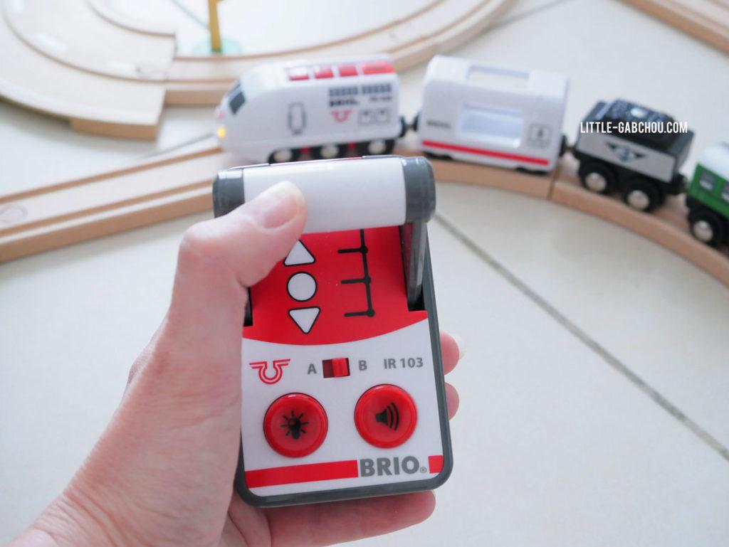 jouet Brio test et avis du train radiocommandé de voyageur