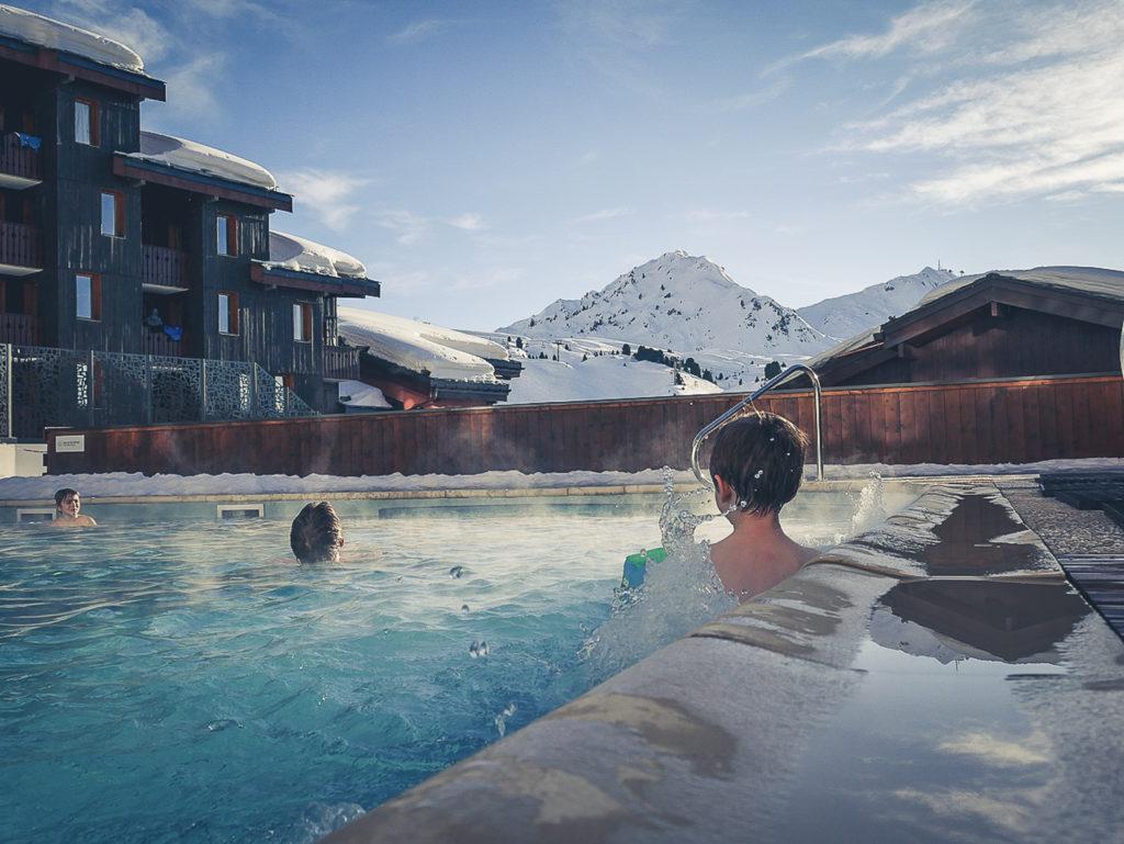 Spa en famille à La Plagnechez Deep Nature Spa et sa piscine ouverte