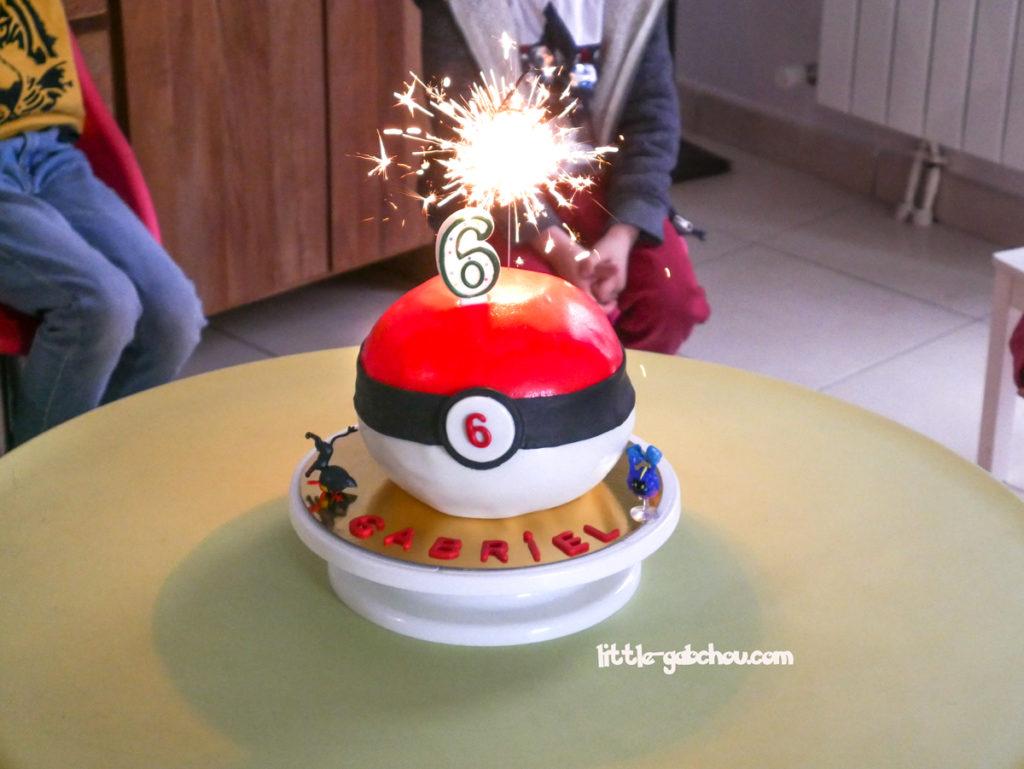 gâteau surprise Pokeball pour anniversaire enfant à thème