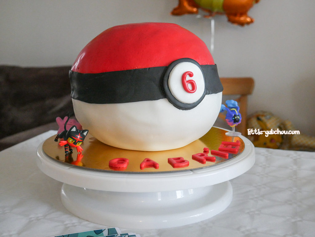 gâteau surprise Pokeball anniversaire Pokémon