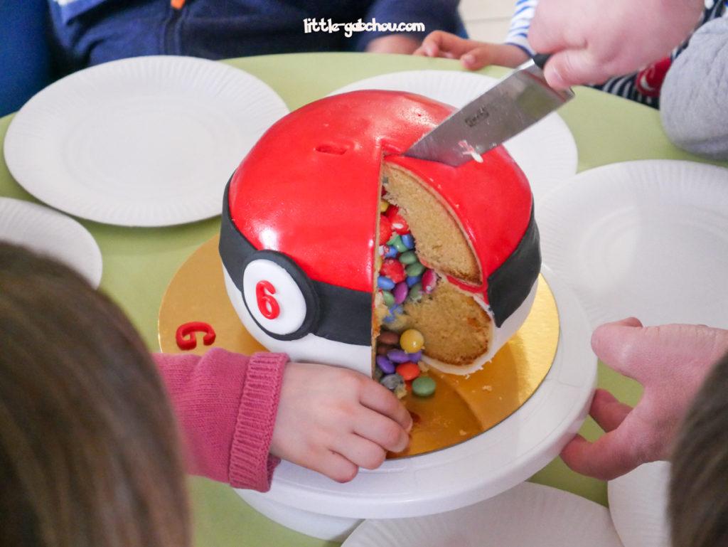 gâteau surprise Pokeball pour anniversaire enfant Pokémon