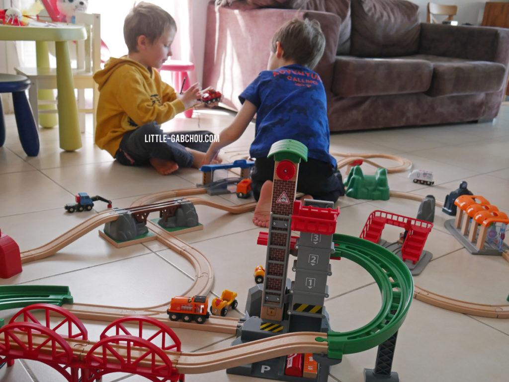 Idées cadeaux enfants circuits en bois Brio