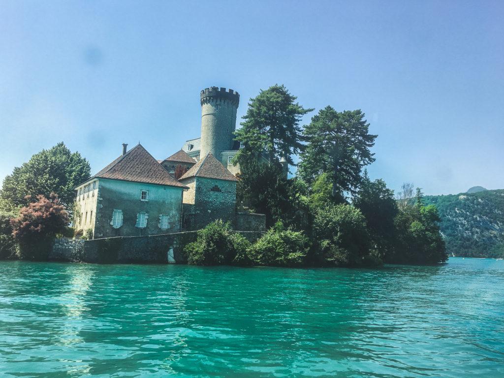 le château de Duingt lors de la croisière sur le lac d'Annecy