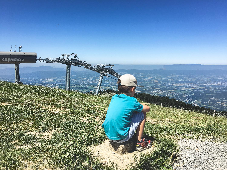 Que faire à Annecy en été avec les enfants: randonnée dans la montagne de Semnoz