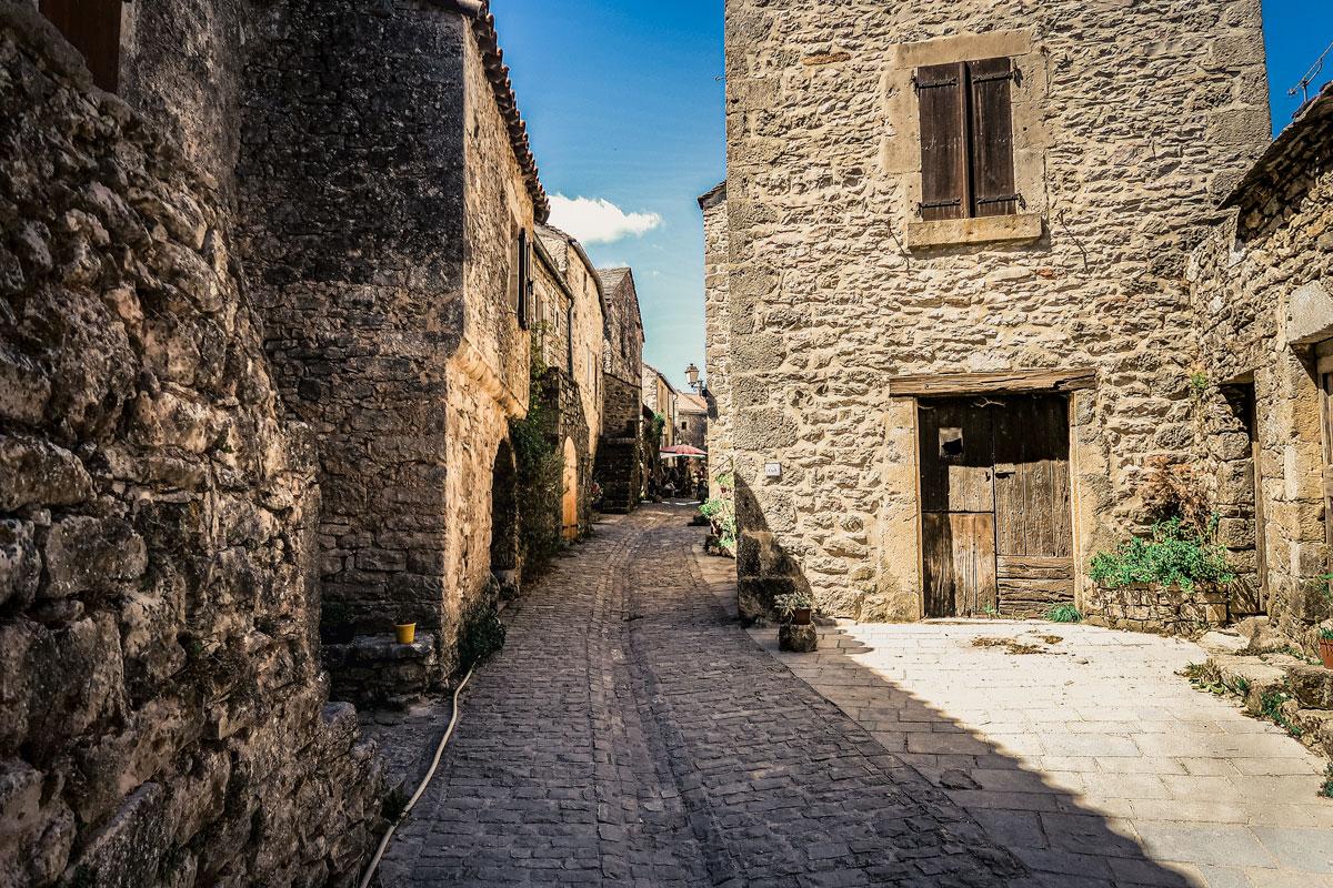 La Couvertoirade village médiéval avec château des Templiers dans la parc nationa des Grancs Causses