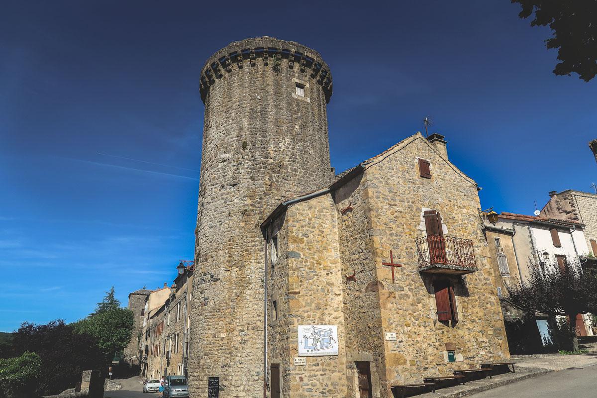 Saint Eulalie de Cernon village médiéval dans l'Aveyron avec sa commanderie Templiers
