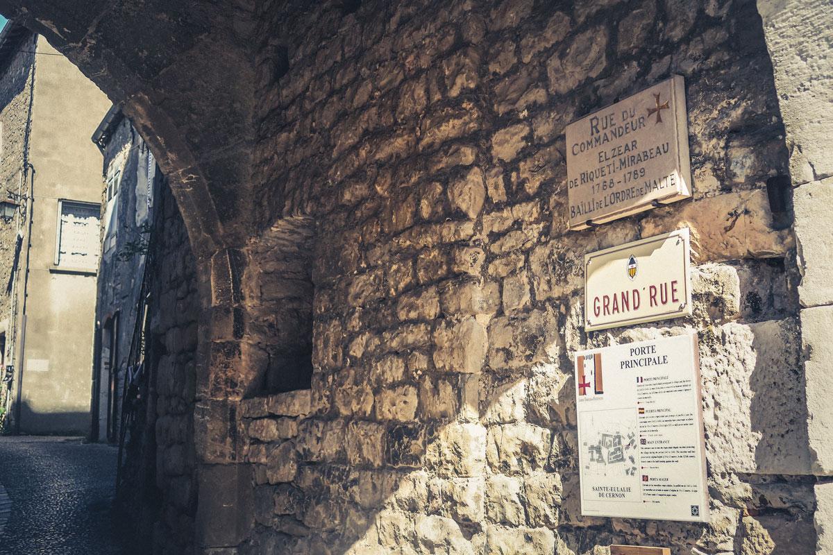village médiéval Templiers Aveyron Occitanie