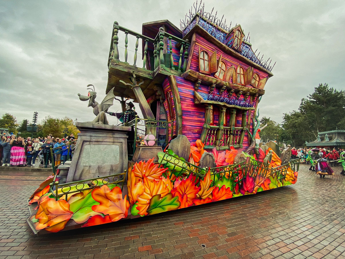 Parade à Disneyland pendant la période d'Halloween