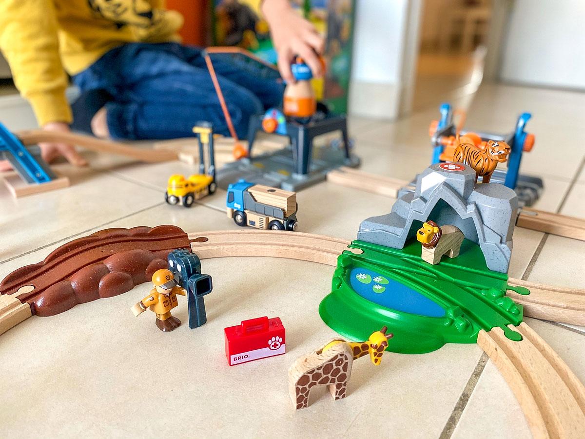 Idée cadeau enfant circuits en bois de Brio