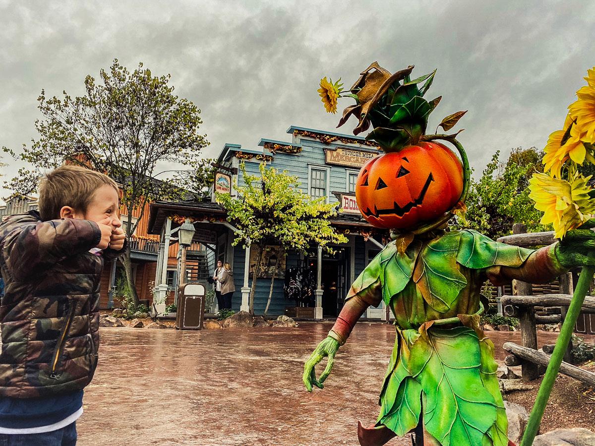 Ambiance Halloween dans Frontierland de Disney