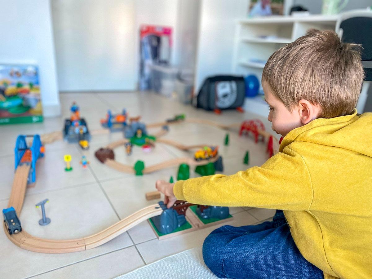 Idée cadeau enfants trains et circuits en bois de Brio