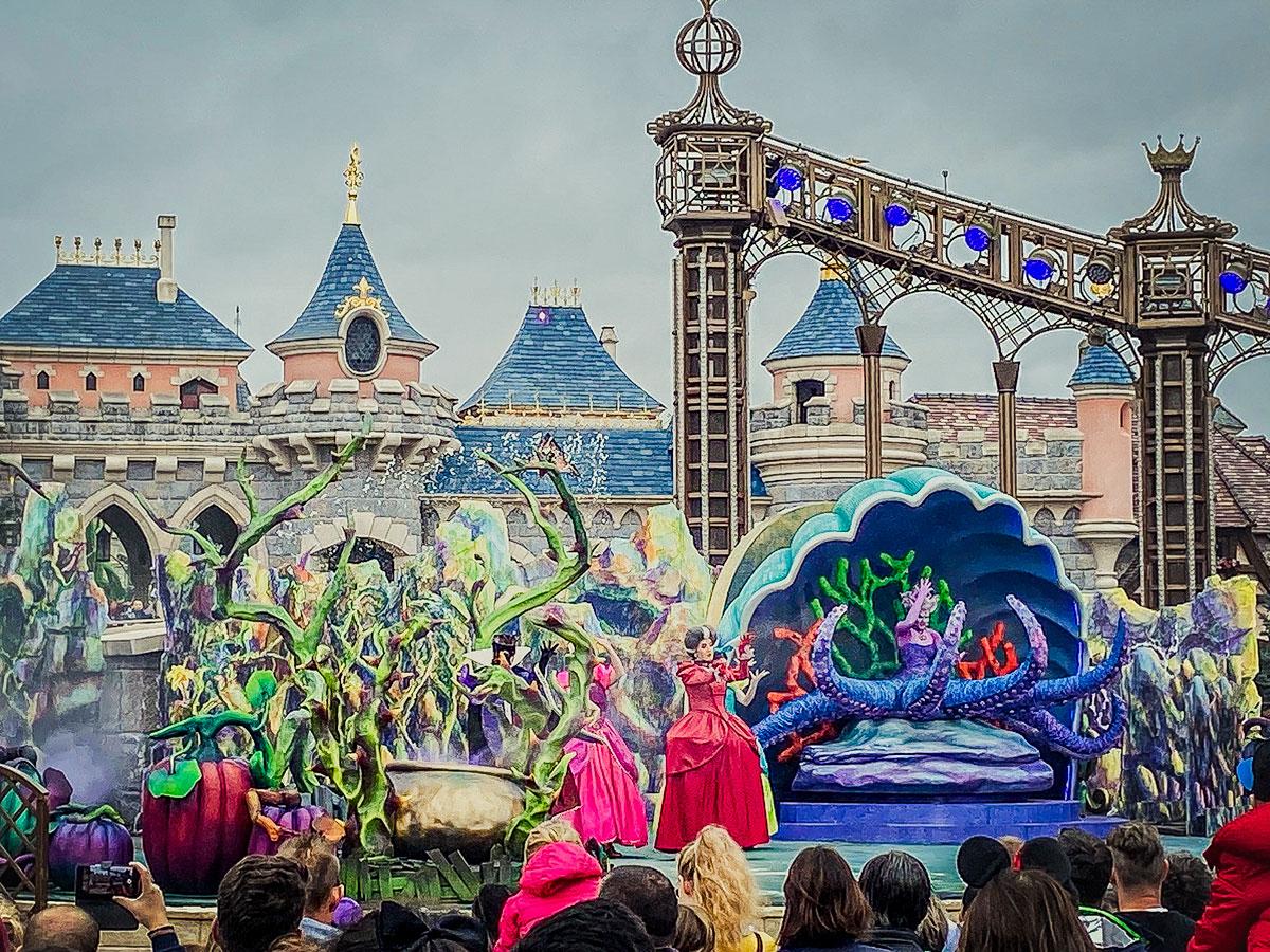Spectacle Disney Attention les Méchants pendant Halloween