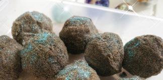 Activité pour enfants fabriquer des pierres lunaires explosives