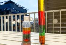 Expérience sur la densité de l'eau avec les bouteilles arc-en-ciel