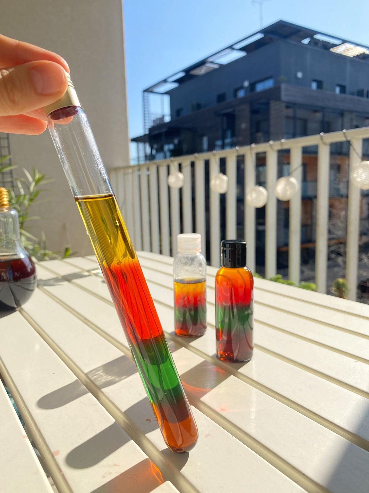 Idée d'activité à faire avec les enfants en période de confinement, les bouteilles arc-en-ciel