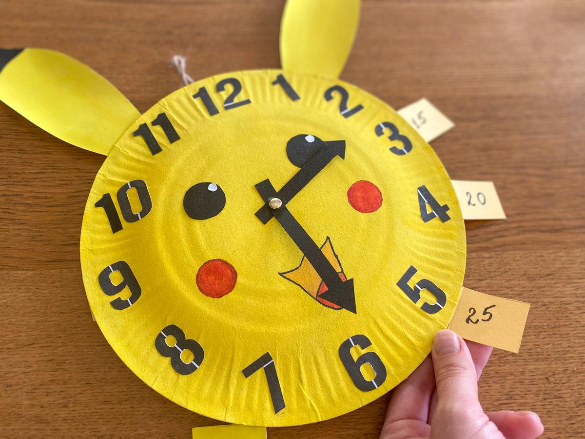 Activité DIY de recyclage, fabriquer facilement une horloge maison pour les enfants
