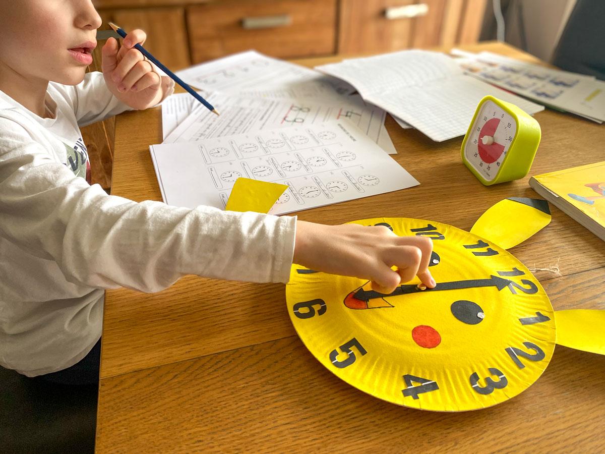 DIY créer son horloge maison avec les enfants et apprendre à lire l'heure de façon intuitive