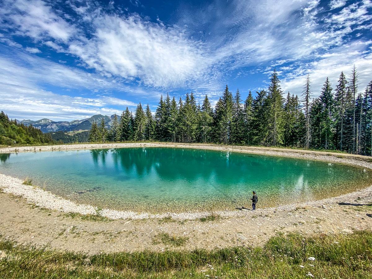 Randonnées et autres activités à faire dans les Alpes, village des Gets