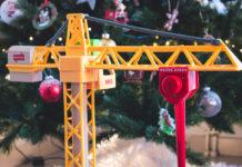 Idée cadeau kids: la grande grue lumineuse de Brio